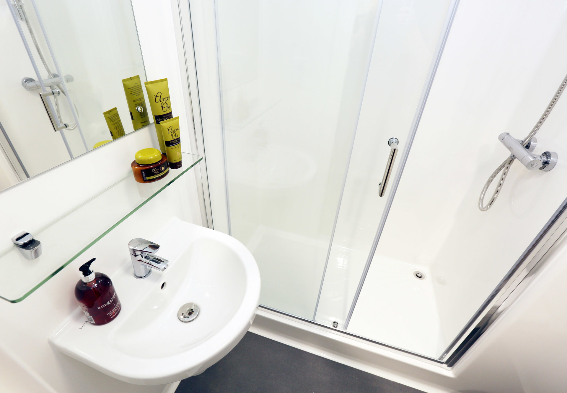 Premium En-Suite Cluster Shower Room | Oxford House